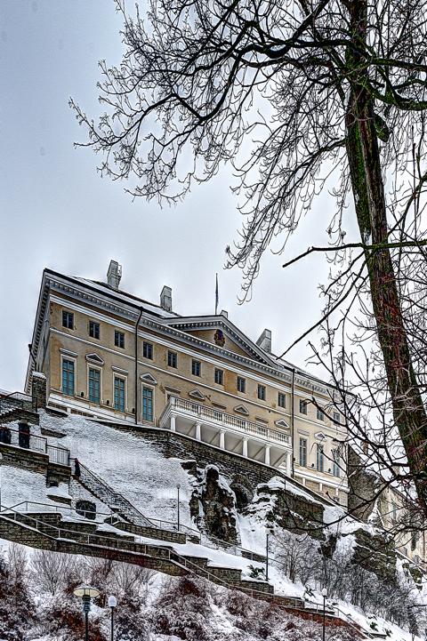 Bild: Das Stenbock-Haus in der Oberstadt von Tallinn vom Shnelli-Park aus gesehen. So findet man das Stenbock-Haus in jedem Reiseführer abgedruckt.