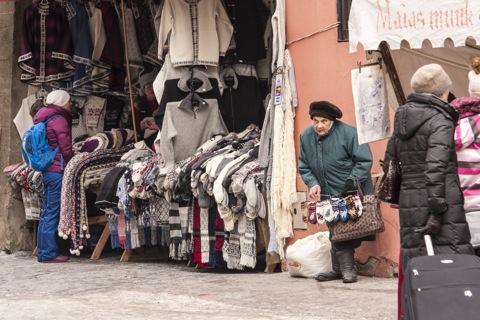 Bild: Der Strickwarenmarkt an der Müürivahe in der Altstadt von Tallinn.