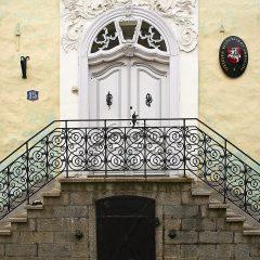 Bild: Eingangsportal zur Botschaft der Ukraine in Tallinn.
