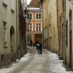 Bild: In den engen Gassen der historischen Unterstadt von Tallinn.