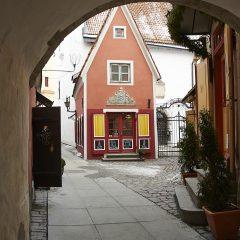 Bild: Kaffee in der Unterstadt in Tallin am Rathausplatz.