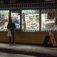 Bild: Eine Zigarette am Morgen. An belebten Stellen haben die Kioske in Tallin schon geöffnet. Alkohol wird nur zwischen 10:00 Uhr und 22:00 Uhr verkauft.