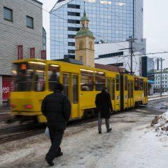 Bild: Hier schlägt das Herz des Stadtteiles Kesklinn. Im Minutentakt fahren die Straßenbahnen vor.