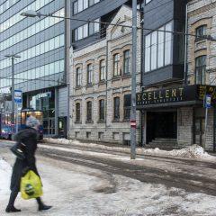 Bild: Immer wieder eines meines meiner Lieblingsmotive in Tallinn - Das alte Haus, das in ein modernes Bürohochhaus integriert wurde. Am Kaufhaus Stockmann.