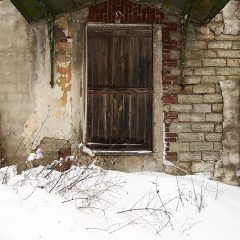 Bild: Einer der typischen Hauseingänge in Tallinn. Am Patarei Gefängnis im Stadtteil Kalamaja.