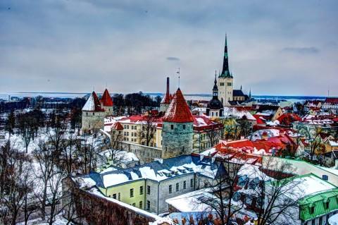 Bild: Die Altstadt von Tallinn aus einer anderen Perspektive. NIKON D700 mit AF-S NIKKOR 28-300 mm 1:3.5-5.6G ED VR.