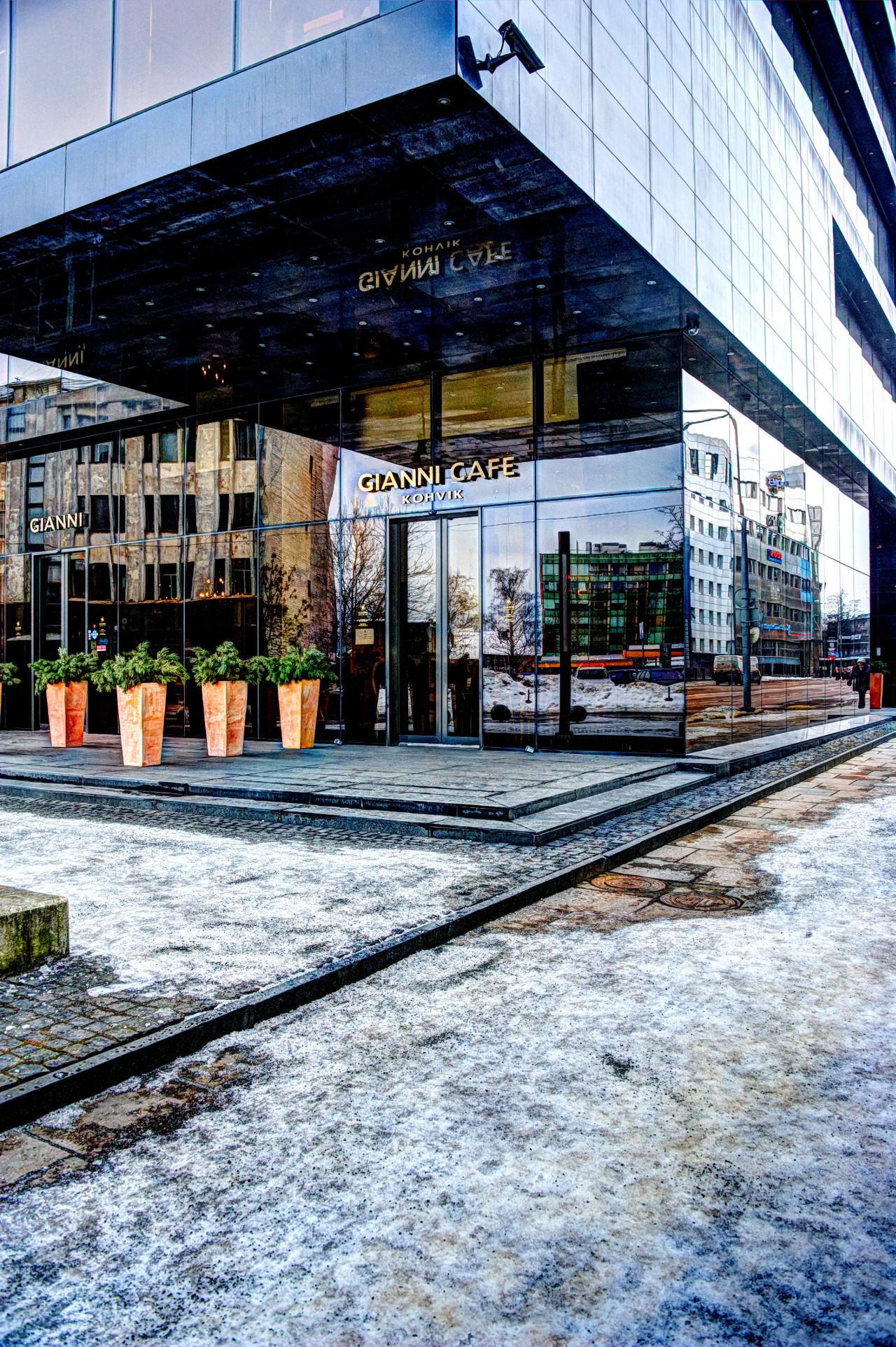 Bild: Nobel-Cafe im Tallinner Hafenviertel Sadama. NIKON D700 mit AF-S NIKKOR 28-300 mm 1:3.5-5.6G ED VR. Klicken Sie auf das Bild um es zu vergrößern.
