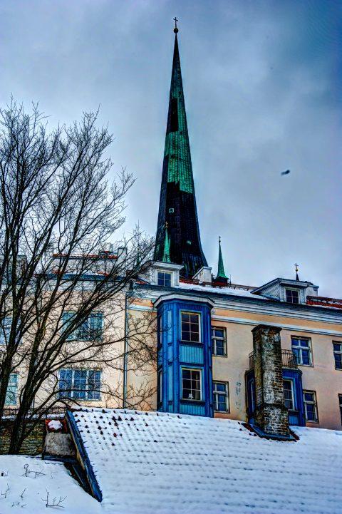 Bild: Die historische Unterstadt von Tallinn mit dem Turm der Olaikirche. NIKON D700 mit AF-S NIKKOR 28-300 mm 1:3.5-5.6G ED VR. Klicken Sie auf das Bild um es zu vergrößern.