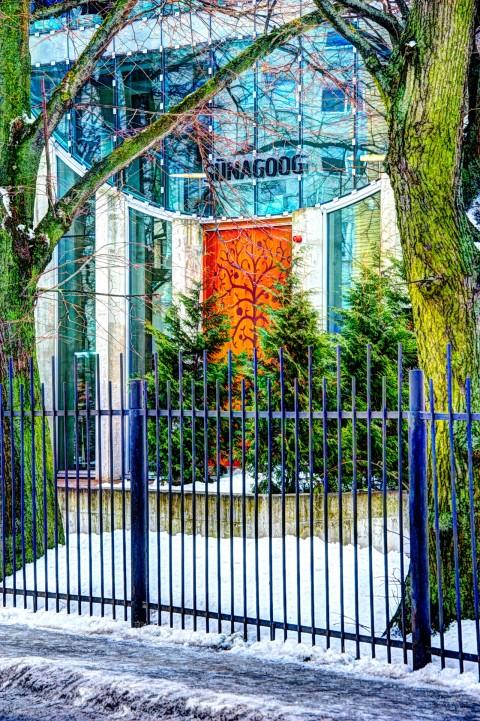 Bild: Die Synagoge im Tallinner Hafenviertel Sadama. NIKON D700 mit AF-S NIKKOR 28-300 mm 1:3.5-5.6G ED VR. Klicken Sie auf das Bild um es zu vergrößern.