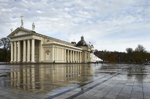 Bild: Die Katherale von Vilnius an einem Herbstnachmittag. NIKON D700 mit CARL ZEISS Distagon T* 3.5/18 ZF.2. Klicken Sie auf das Bild um es zu vergrößern.