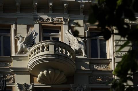 Bild: Jugendstilfassade am Gediminas Prospekt in Vilnius. NIKON D700 mit AF-S NIKKOR 24-120 mm 1:4G ED VR.