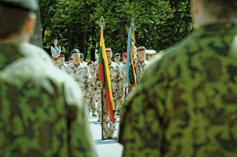 Bild: Fahnenträger während des Appells der Litauischen Armee auf dem Kathedralenplatz in Vilnius. NIKON D700 und AF-S NIKKOR 24-120 mm 1:4G ED VR.