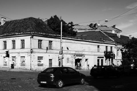 Bild: In der Pylimo gatvė in der Neustadt von Vilnius - Hier gibt es noch einen gewissen Renovierungsstau. NIKON D700 mit CARL ZEISS Distagon T* 1.4/35 ZF.2.