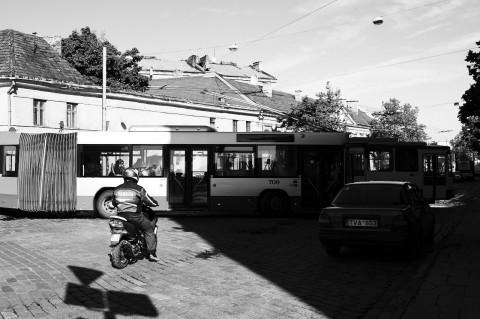 Bild: Morgendliches Verkehrschaos in der Neustadt von Vilnius. NIKON D700 mit CARL ZEISS Distagon T* 1.4/35 ZF.2.