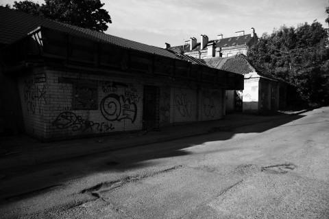 Bild: An der Pylimo gatvė finden sich einige verfallene Häuser. NIKON D700 mit AF-S NIKKOR 24-120 mm 1:4G ED VR.