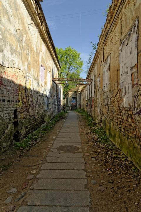 Bild: Und so sieht der Weg hinter dem zweiten Engel von Užupis aus. NIKON D700 und AF-S NIKKOR 24-120 mm 1:4G ED VR.