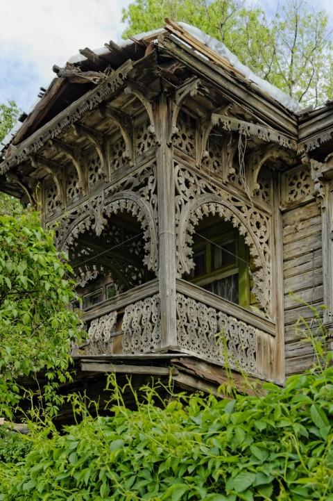Bild: Dieser reich verzierte Erker aus Holz lässt noch einiges von ehemaligen Pracht des Stadtteils Užupis erahnen. NIKON D700 und AF-S NIKKOR 24-120 mm 1:4G ED VR.
