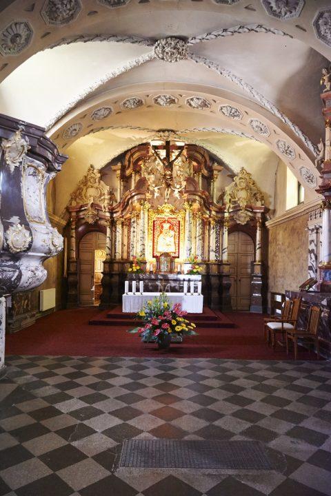 Bild: In der Kirche Šv. Kryžiaus bažnyčia in Vilnius mit NIKON D700 und AF-S NIKKOR 24-120 mm 1:4G ED VR. ISO 6400 ¦ f/5.6 ¦ 24 mm ¦ kein Blitz.
