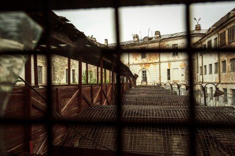 Bild: Blick auf den Laufgang im ehemaligen Patarei Gefängnis in Tallinn. NIKON D700 mit AF-S NIKKOR 24-120 mm 1:4G ED VR.