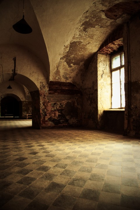 Bild:In einem der zahllosen Flure im ehemaligen Patarei Gefängnis in Tallinn. NIKON D700 mit AF-S NIKKOR 24-120 mm 1:4G ED VR.