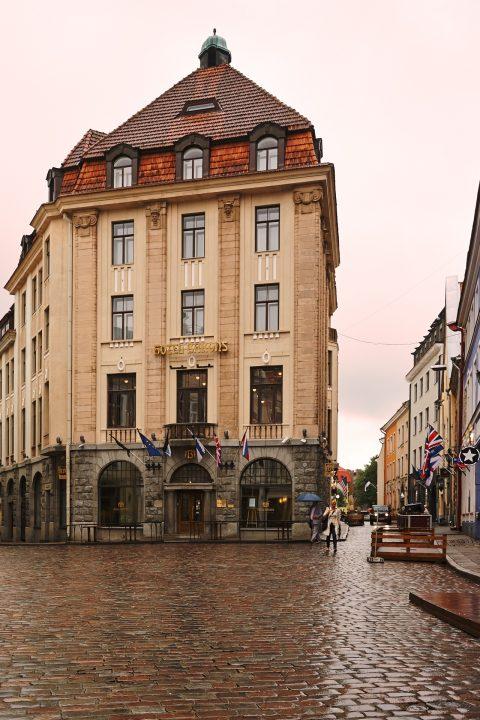 Bild: Tallinn - In der Tallinner Partymeile Suur-Karja sind um diese Zeit wochentags nur wenige Menschen unterwegs. NIKON D700 und AF-S NIKKOR 24-120 mm 1:4G ED VR.