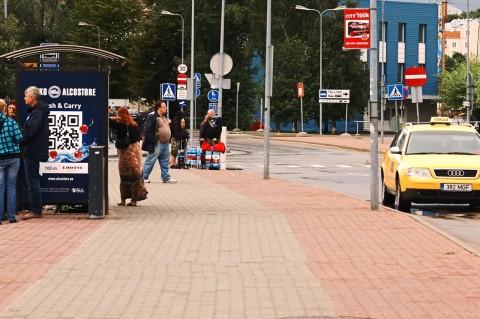 Bild: Kistenweise Schnaps für Skandinavien im Hafen von Tallinn. NIKON D700 und AF-S NIKKOR 24-120 mm 1:4G ED VR.