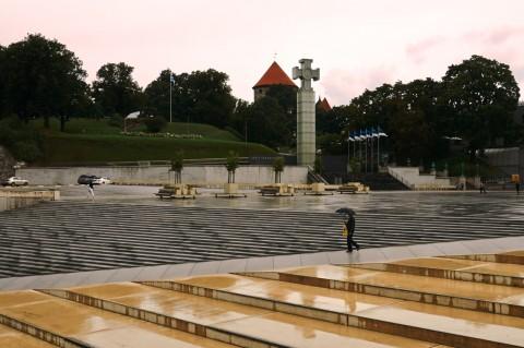 Fototour: Unterwegs an einem regnerischen Sommerabend in der Altstadt von Tallinn. Am Vabaduse Väljak, dem Freiheitsplatz. NIKON D700 und AF-S NIKKOR 24-120 mm 1:4G ED VR.