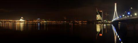 Bild: Pardaugava - Das andere Riga bei Nacht - Die Skyline von Torņakalns und Āgenskalns mit Nationalbibliothek, Swedbank Hochhaus und Vanšu Brücke. OLYMPUS OM-D E-M5 mit M.Zuiko Digital 12-50 mm 1:3.5-6.3 EZ. ISO 200 ¦ f/11 ¦ 20 mm ¦ 15 s ¦ kein Blitz ¦ 8 Einzelbilder. Klicken Sie auf das Bild um es zu vergrößern.
