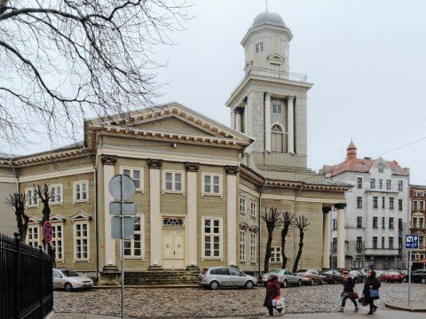Bild: Die Lutherische Jesuskirche in der Moskauer Vorstadt in Riga gilt als das größte aus Holz erbaute Gebäude des Baltikums. OLYMPUS OM-D E-M5 mit M.Zuiko Digital 12-50 mm 1:3.5-6.3 EZ. ISO 640 ¦ f/11 ¦ 12 mm ¦ 1/25 s ¦ kein Blitz. Klicken Sie auf das Bild um es zu vergrößern.