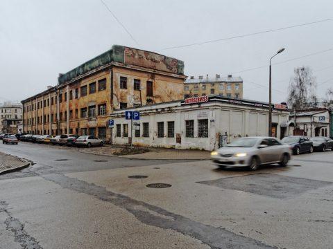 Bild: Industrieruine in der Moskauer Vorstadt von Riga an der Maskavas iela. OLYMPUS OM-D E-M5 mit M.Zuiko Digital 12-50 mm 1:3.5-6.3 EZ. ISO 640 ¦ f/11 ¦ 12 mm ¦ 1/30 s ¦ kein Blitz. Klicken Sie auf das Bild um es zu vergrößern.