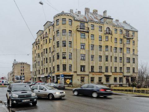 Bild: Mietshaus in der Moskauer Vorstadt von Riga an der Slāvu iela. OLYMPUS OM-D E-M5 mit M.Zuiko Digital 12-50 mm 1:3.5-6.3 EZ. ISO 640 ¦ f/9 ¦ 12 mm ¦ 1/30 s ¦ kein Blitz. Klicken Sie auf das Bild um es zu vergrößern.