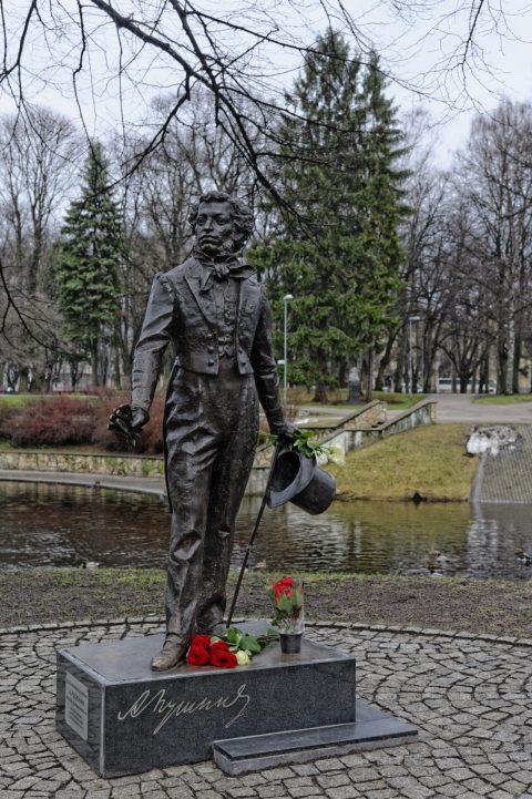 Bild: Denkmal für den russischen Dichter Alexander Puschkin im Kronvalda Parks in Riga. NIKON D700 mit AF-S NIKKOR 24-120 mm 1:4G ED VR. ISO 400 ¦ f/5,6 ¦ 50 mm ¦ 1/125 s ¦ kein Blitz. Klicken Sie auf das Bild um es zu vergrößern.