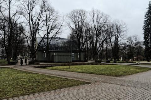 Bild: Unterwegs in Wöhrmanns Garten (Vērmanes dārzs) in der Neustadt von Riga. OLYMPUS OM-D E-M5 mit M.Zuiko Digital 12-50 mm 1:3.5-6.3 EZ. ISO 400 ¦ f/9 ¦ 12 mm ¦ 1/60 s ¦ kein Blitz. Klicken Sie auf das Bild um es zu vergrößern.
