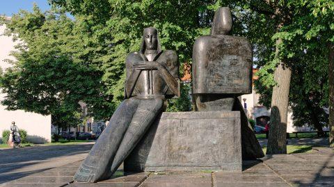 Bild: Vilnius ist bis heute eine multikulturelle Stadt. Unterwegs in der Neustadt. NIKON D700 mit CARL ZEISS Distagon T* 1.4/35 ZF.2. ISO 200 ¦ f/9 ¦ 35 mm ¦ 1/400 s ¦ kein Blitz. Klicken Sie auf das Bild um es zu vergrößern.
