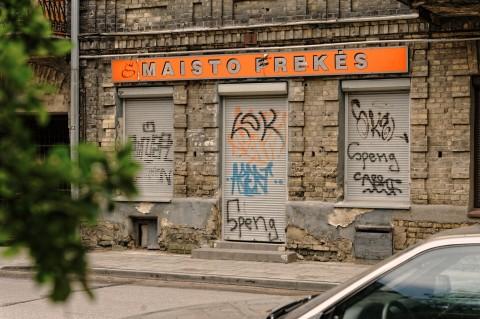 Bild: Im Vilniuser Stadtteil Užupis sind die wirtschaftlichen Probleme dieser Stadt deutlich spürbar. NIKON D700 mit AF-S NIKKOR 24-120 mm 1:4G ED VR. ISO 200 ¦ f/5,6 ¦ 70 mm ¦ 1/200 s ¦ kein Blitz. Klicken Sie auf das Bild um es zu vergrößern.