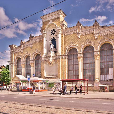 Bild: Gebäude von VEF in der Brīvības iela in Rīga. Hier wurden zeitweise die legendären MINOX Kameras gebaut. Die Gebäude stehen heute leer. NIKON D700 mit TAMRON SP 24-70mm F/2.8 Di VC USD. ISO 200 ¦ f/7,1 ¦ 24 mm ¦ 1/320 s ¦ kein Blitz. Klicken Sie auf das Bild um es zu vergrößern.