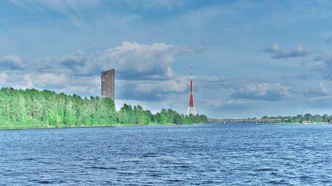 Bild: Der Fernsehturm von Rīga ist das höchste Gebäude im Baltikum. NIKON D700 mit TAMRON SP 24-70mm F/2.8 Di VC USD. ISO 200 ¦ f/11 ¦ 50 mm ¦ 1/1/160 s ¦ kein Blitz. Klicken Sie auf das Bild um es zu vergrößern.