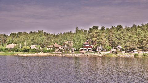 Bild: Das Ufer der Lielupe in Jūrmala. NIKON D700 mit TAMRON SP 24-70mm F/2.8 Di VC USD. ISO 200 ¦ f/7,1 ¦ 50 mm ¦ 1/500 s ¦ kein Blitz. Klicken Sie auf das Bild um es zu vergrößern.