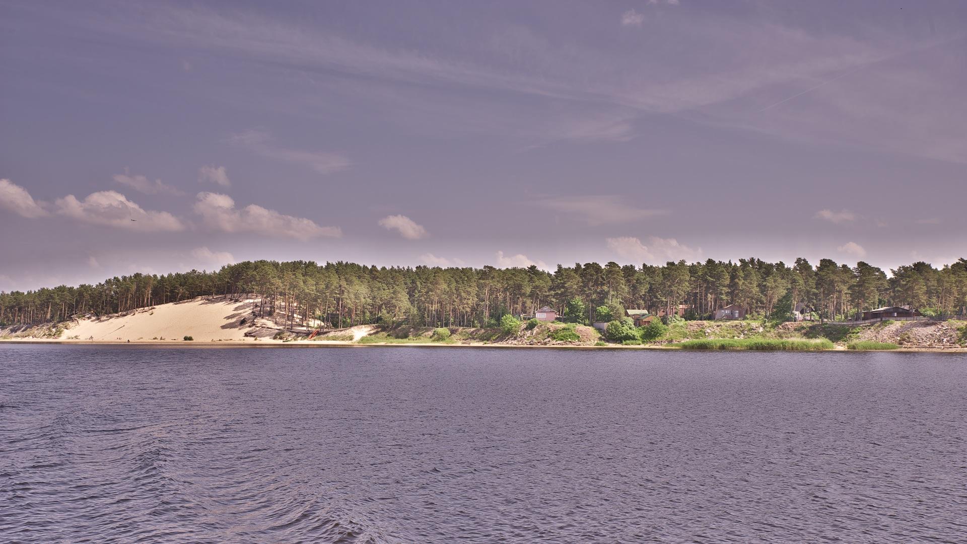 Bild: Am Ufer der Lielupe gibt es auch Sanddünen so wie hier zwischen Bolderāja und Jūrmala. NIKON D700 mit TAMRON SP 24-70mm F/2.8 Di VC USD. ISO 200 ¦ f/9 ¦ 35 mm ¦ 1/320 s ¦ kein Blitz. Klicken Sie auf das Bild um es zu vergrößern.