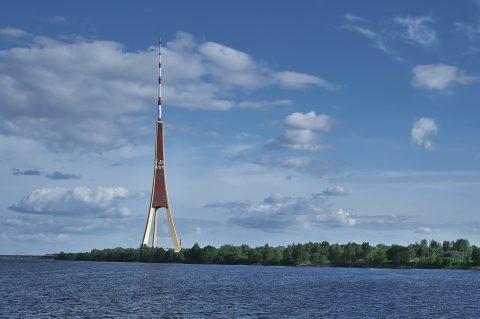 Bild: Der Fernsehturm von Rīga ist das höchste Gebäude Lettlands und der höchste Fernsehturm der EU. NIKON D700 mit TAMRON SP 24-70mm F/2.8 Di VC USD. ISO 2000 ¦ f/11 ¦ 35 mm ¦ ¦ 1/320 s kein Blitz. Klicken Sie auf das Bild um es zu vergrößern.