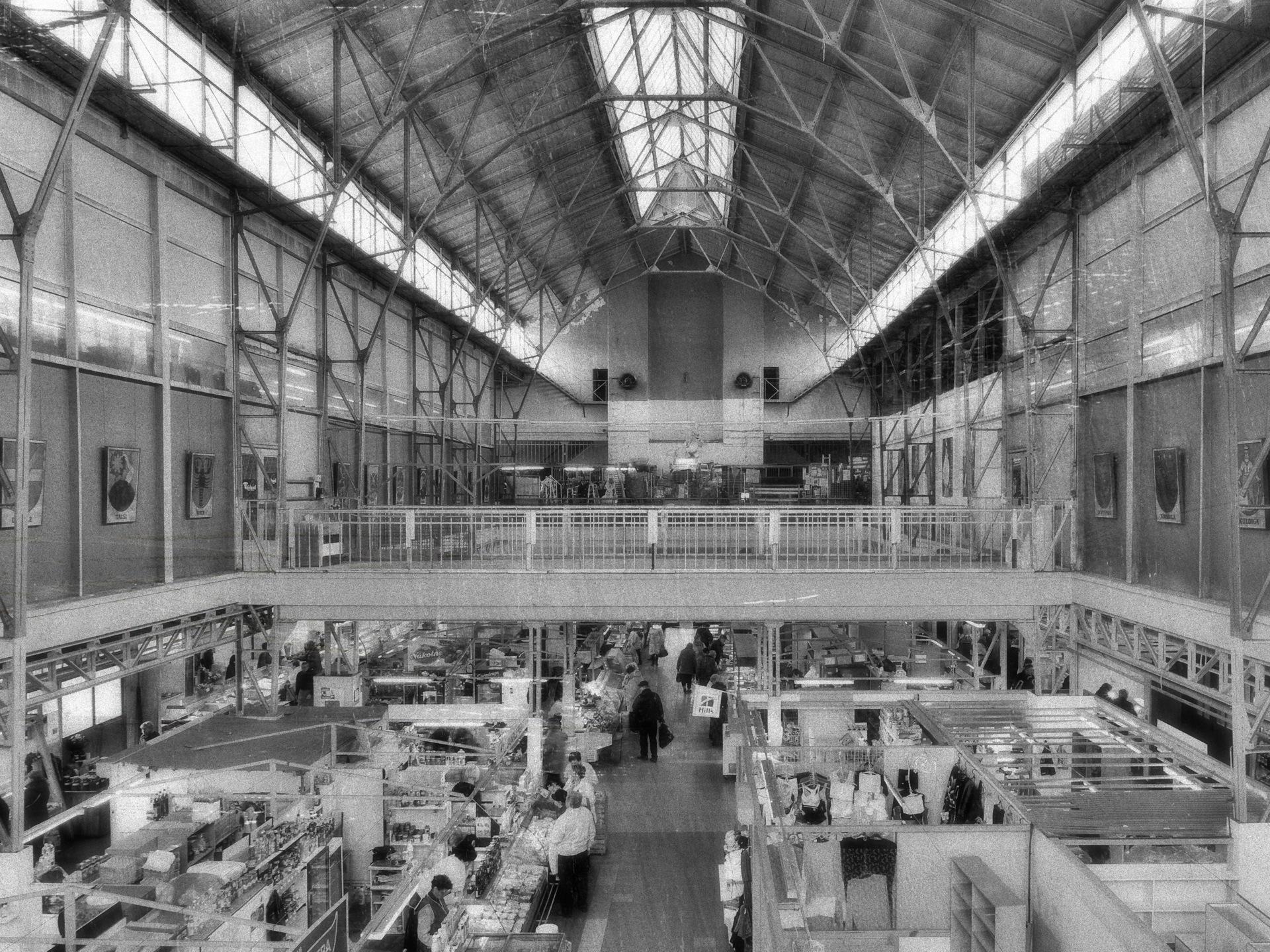 Bild: Im Zweiten Stock des Marktes von Āgenskalns - dem Āgenskalna tirgus - in Rīga kann für wenig Geld sehr gut Essen.