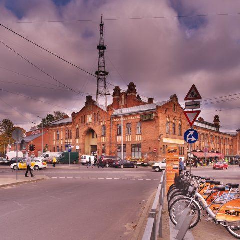 Bild: Der Markt von Āgenskalns - der Āgenskalna tirgus - ist der größte Markt in Rīga in Pārdaugava. OLYMPUS OM-D E-M5 mit M.ZUIKO DIGITAL ED 12‑40mm 1:2.8. ISO 200 ¦ f/9 ¦ 12 mm ¦ 1/200 s. Klicken Sie auf das Bild um es zu vergrößern.
