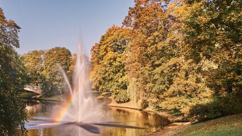 Bild: Regenbogen am Stadtkanal - dem Pilsētas kanāls - von Rīga. NIKON D700 mit TAMRON SP 24-70mm F/2.8 Di VC USD. ISO 200 ¦ f/5,6 ¦ 35 mm ¦ 1/640 s ¦ kein Blitz. Klicken Sie auf das Bild um es zu vergrößern.
