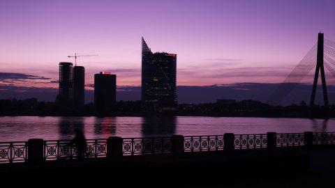 Bild: Sonnenuntergang am 02.10.2014 über der Daugava in Rīga. NIKON D700 mit TAMRON SP 24-70mm F/2.8 Di VC USD. ISO 640 ¦ f/9 ¦ 50 mm ¦ 1/25 s ¦ kein Blitz. Klicken Sie auf das Bild um es zu vergrößern.
