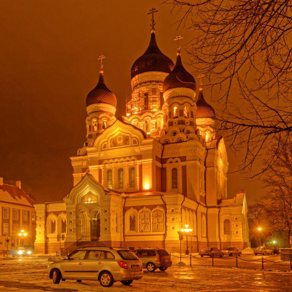 Bild: Die Alexander-Newski-Kathedrale auf dem Domberg von Tallinn. NIKON D300 sund CARL ZEISS Distagon T* 3.5/18 ZF.2. ISO 200 ¦ f/11 ¦ 18 mm ¦ 2 s ¦ kein Blitz. Klicken Sie auf das Bild um es zu vergrößern.