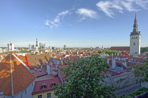 Bild: Auf dem Domberg in Tallinn. NIKON D700 und CARL ZEISS Distagon T* 3.5/18 ZF.2. ISO 200 ¦ f/16 ¦ 18 mm ¦ 1/50 s ¦ kein Blitz. Klicken Sie auf das Bild um es zu vergrößern.