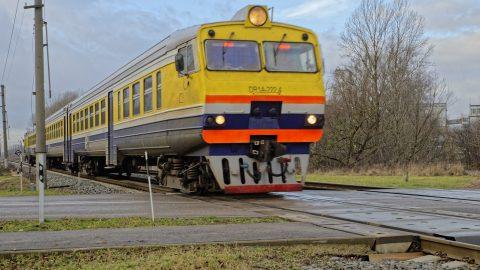 Bild: Und noch ein Zug - von Rīga Richtung Sigulda. NIKON D700 mit TAMRON SP 24-70mm F/2.8 Di VC USD. ISO 200 ¦ f/7,1 ¦ 50 mm ¦ 1/160 s ¦ kein Blitz. Klicken Sie auf das Bild um es zu vergrößern.