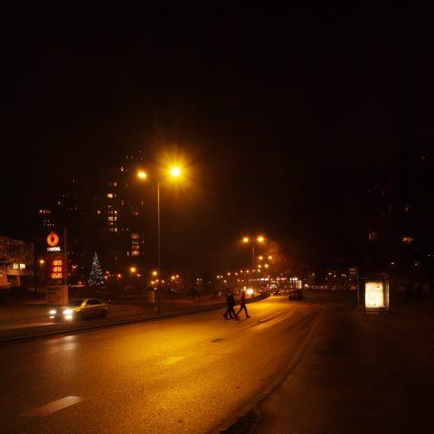 Bild: Anniņmuižas bulvāris in Imanta. OLYMPUS OM-D E-M1 mit M.ZUIKO DIGITAL ED 12‑40mm 1:2.8 ISO 200 ¦ f/7,1 ¦ 12 mm ¦ 1/40 s ¦ kein Blitz. Klicken Sie auf das Bild um es zu vergrößern.