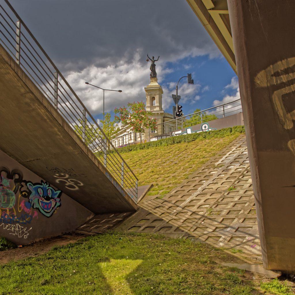 Bild: Blick von der Neris auf den Stadtteil Šnipiškės. OLYMPUS OM-D E-M1 mit M.ZUIKO DIGITAL ED 12‑40mm 1:2.8 ISO 200 ¦ f/7,1 ¦ 14 mm ¦ 1/320 s ¦ kein Blitz. Klicken Sie auf das Bild um es zu vergrößern.