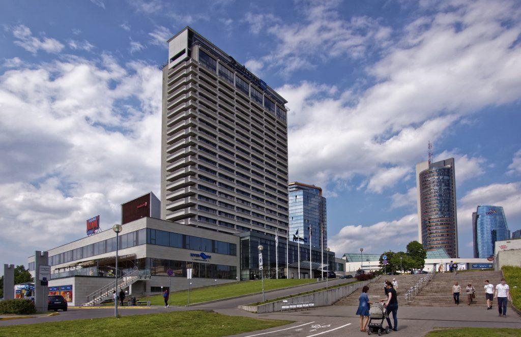 Bild: Das Radisson SAS Hotel im Vilniuser Stadtteil Šnipiškės. OLYMPUS OM-D E-M1 mit LUMIX G VARIO 7-14mm / F4,0 ISO 800 ¦ f/7,1 ¦ 7 mm ¦ 1/3200 s ¦ kein Blitz. Klicken Sie auf das Bild um es zu vergrößern.